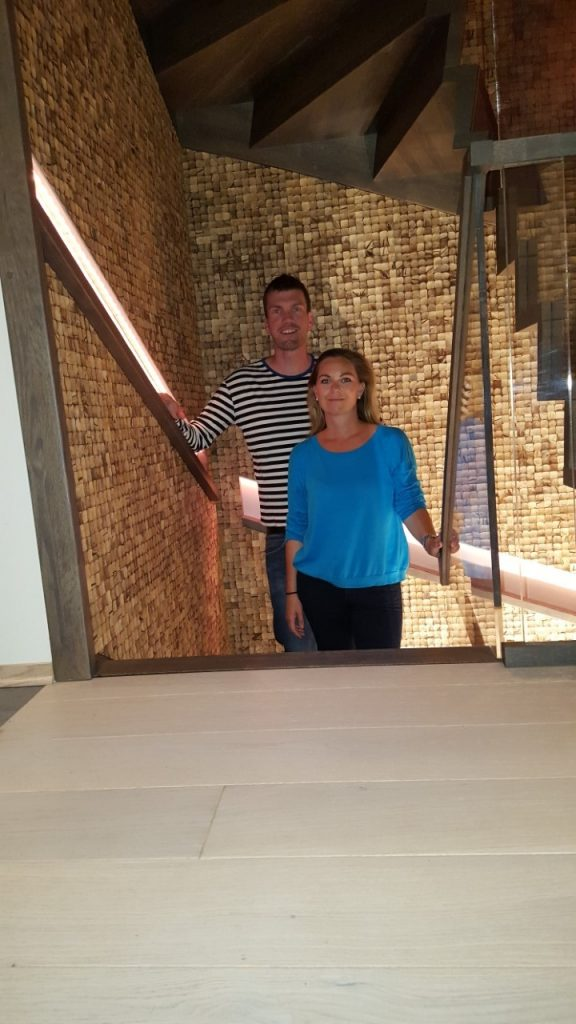 Gründerne har kokosvegger i trappeoppgangen hjemme.