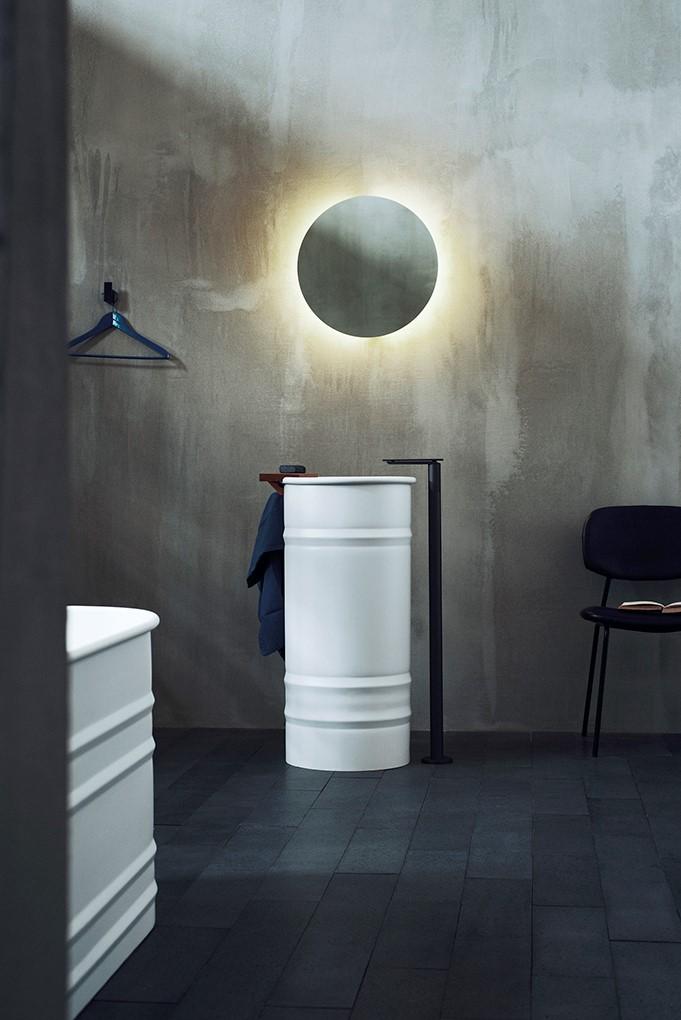 - Vi hjelper deg med å velge riktig stil til badet, sier Christian Luzio.